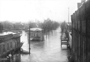 Floods played a major role in Sharon's North Flats neighborhood. The worst floods were in 1913, 1959 and 1958 when water rose to more than 5 feet in the streets -- or, in the case of one house, up to the keys on the family piano.